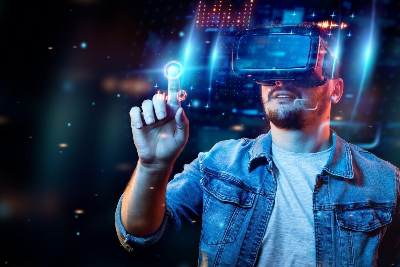 Cum îi ajută tehnologia VR pe angajați să își dezvolte abilitățile?